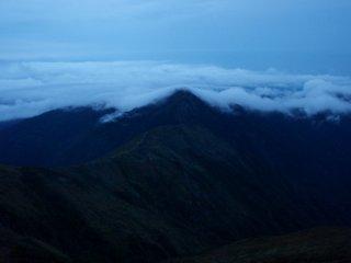s01雲分ける小朝日