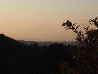 うっすら富士山