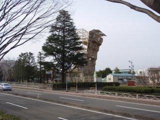 s壁と巨木