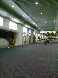 空港にて29168386_1038662533