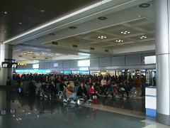 海外からの帰省客を迎えるベトナム・ハノイ空港