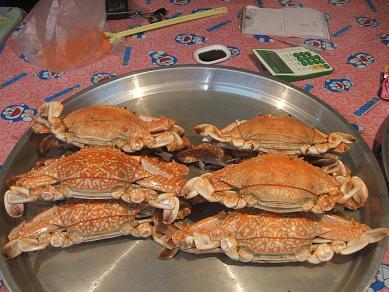 店先で売る蟹