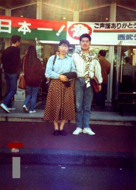 伊豆三津シーパラダイス入り口にて鈴木○子さんと記念写真