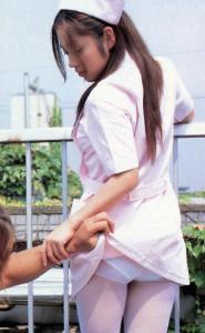 女看護師のパンティは何色?