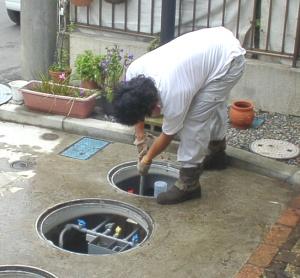 浄化槽点検時作業2