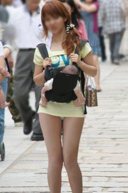 都内で見た超ミニスカ人妻?無修正画像