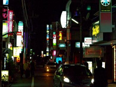 野呂さん待つパブへ 沼津市街完全無修正写真画像