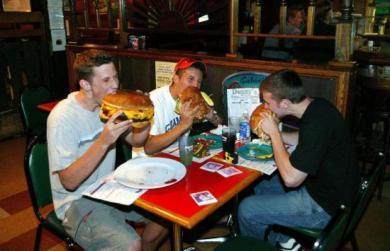 ジャンボバーガー食う無修正写真画像