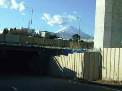 御殿場工業団地入り口から見える富士山   完全無修正写真画像