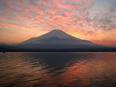 紅の富士山!完全修正写真画像