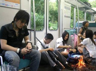 完全無修正写真:横浜へ支店行く時に東海道本線内で見た状況