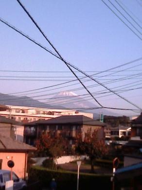 自宅2階北側の窓から見える富士山です。・完全無修正写真画像