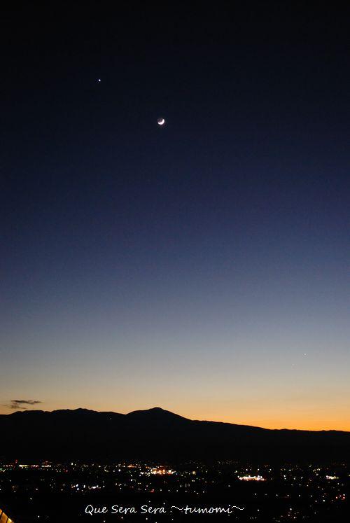 三日月と金星と八ヶ岳