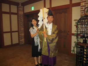 山形さん御夫妻、井手さん結婚披露宴・余興の神主役