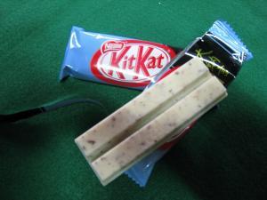 ネスレ・コンフェクショナリー「キットカット、大納言あずき」、ホワイトチョコに小豆1