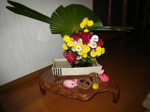 藤井さんちの玄関、素敵な生け花