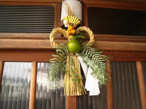 我が家の玄関の注連縄1、豊田さん手作りです!