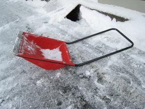 雪掻き用具、必需品です3
