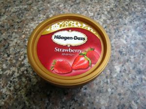 ハーゲン・ダッツ「ストロベリー」アイスクリーム1