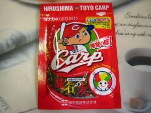 田中食品『小魚のふりかけ・旅行の友、勝鯉の味・CARP』、ふr-ふれーカープでふりかけ?