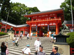 「京都・祇園祭撮影行」2009、3、「八坂神社西楼門・撮彩先生」
