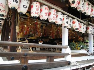 「京都・祇園祭撮影行」2009、9、「八坂神社舞殿の御神輿四基」