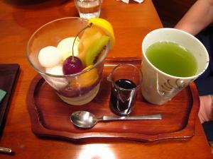 京都河原町四条、京佃煮・京菓子永楽屋・喫茶、「季節のフルーツあんみつ」¥850