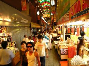 京都・祇園祭2009、錦市場の喧騒1