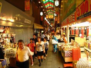 京都・祇園祭2009、錦市場の喧騒2