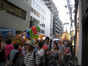 京都・祇園祭2009、宵々山・歩行者天国、菊水鉾町の賑わい1