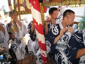 京都・祇園祭2009、宵々山・歩行者天国、菊水鉾「囃子方」2