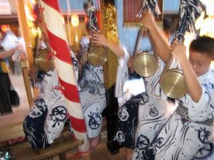京都・祇園祭2009、宵々山・歩行者天国、菊水鉾「囃子方」3