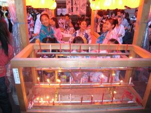 京都・祇園祭2009、宵々山・歩行者天国、山鉾町「宵祭り・子供たち・わらべ歌」2