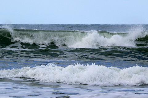 081124 風皆無なれど波高し