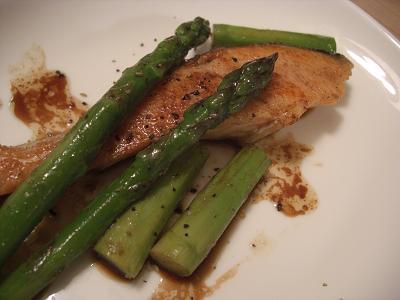鮭とアスパラのバター醤油焼き