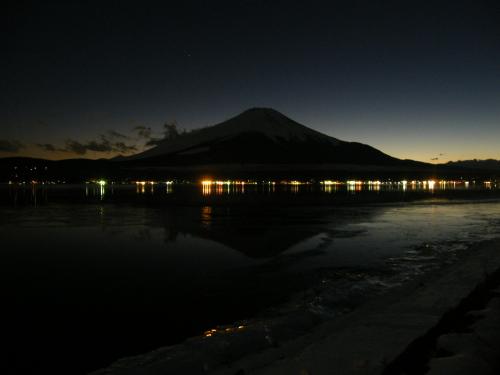 夕闇の逆さ富士