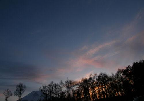 春を待つ富士の夕暮れ