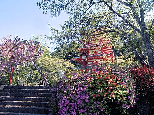 春の「忠霊塔」
