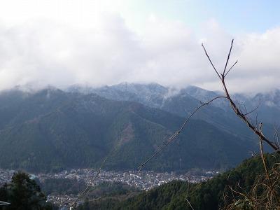 雪がついた日の出山