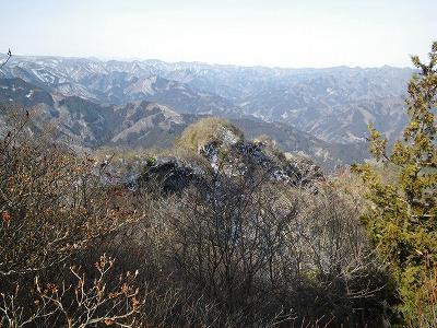 頂上から登ってきた北西尾根の上部