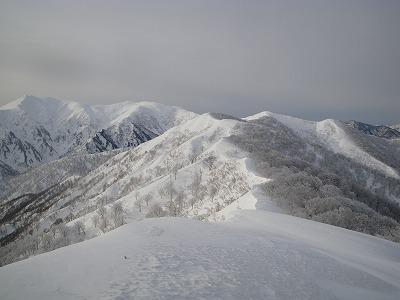 タカマタギから日白山を見る