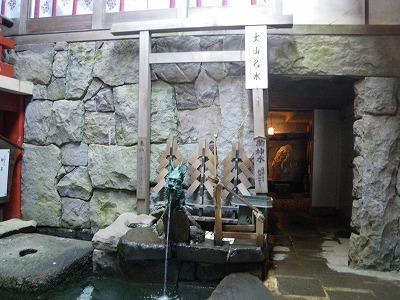 神社内の名水