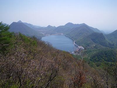 掃部ヶ岳頂上手前から見る榛名湖