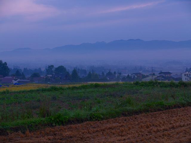 夜明けの村