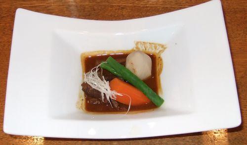 牛ほほ肉のシチュー、和風仕立て