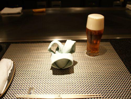 琥珀ビールとテーブル1