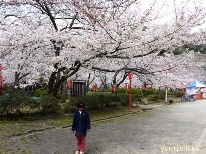 和歌山城入ったところ。娘