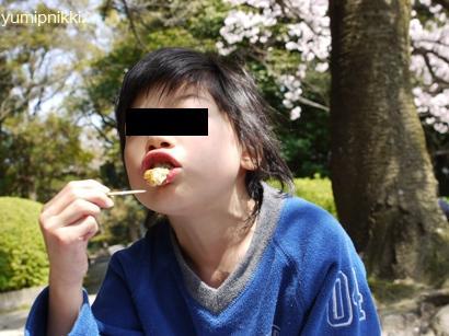 たこ焼きを食べる娘♪
