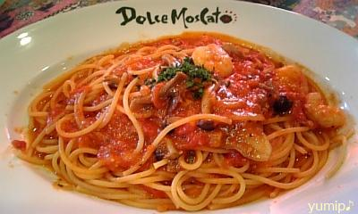 えびとキノコのトマトベースのスパゲッティ♪