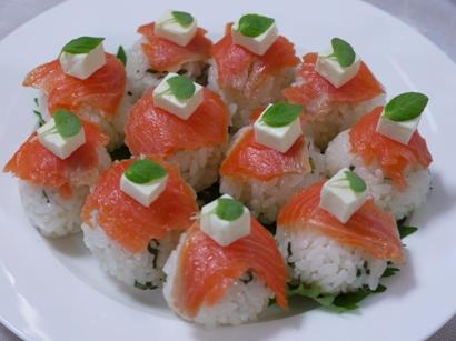 シソ香るサーモンのてまり寿司♪